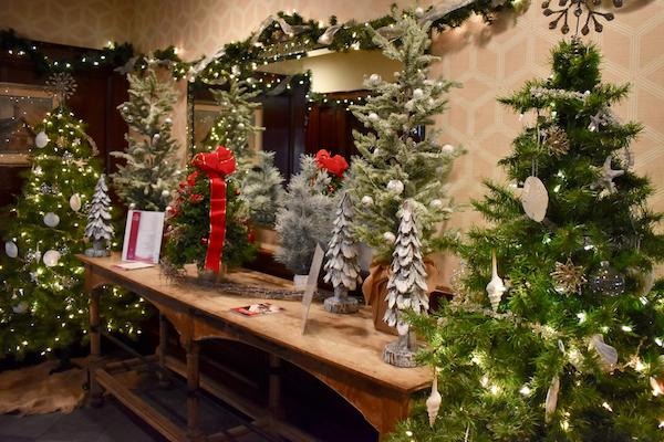Milleridge Inn Christmas Village 2018.Long Island Restaurant News Get In The Holiday Spirit With